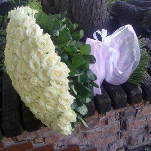 101 белая роза в Полтаве фото