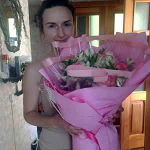 букет из роз и альстромерий в розовых тонах в Полтаве фото