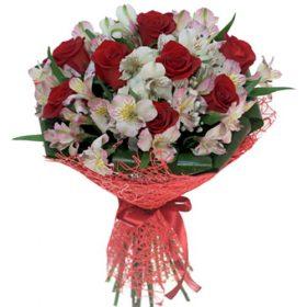 """Букет """"Коррида"""" красные розы и белые альстромерии фото"""
