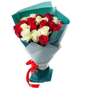фото букета 25 роз красных и белых