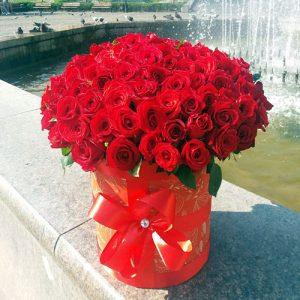 шляпная коробка 101 красная роза в Полтаве