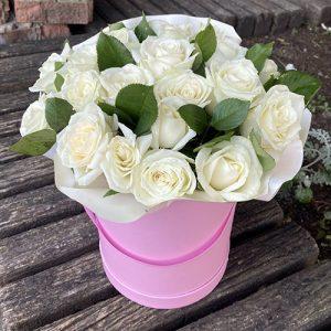 21 белая роза в шляпной коробке в Полтаве фото