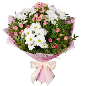 """Букет """"Маячок"""" ромашковые хризантемы и кустовые розы"""