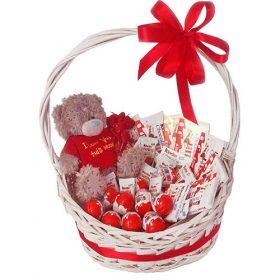 """Корзина """"Сюрприз"""" плюшевый мишка и шоколад"""