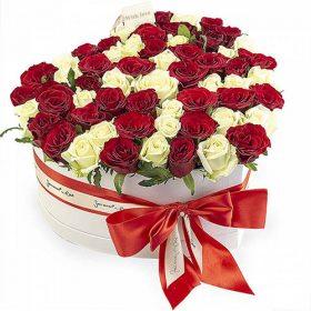 51 роза сердце в специальной коробке фото