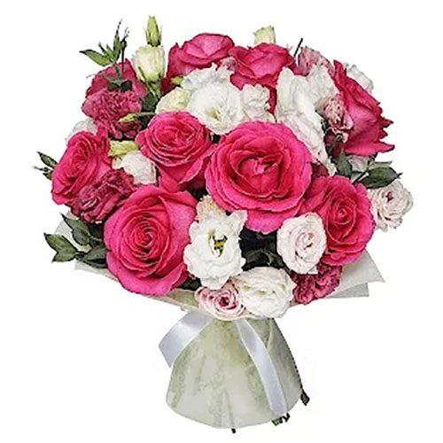 """Букет """"Клубника со сливками"""" розовые розы и белые эустомы"""