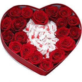 """Коробочка """"Сладкая любовь"""" красные розы и конфеты raffaello"""