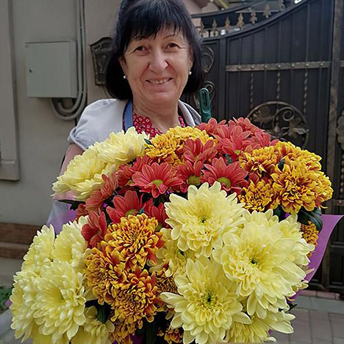 микс букет из хризантем от магазина цветов фото