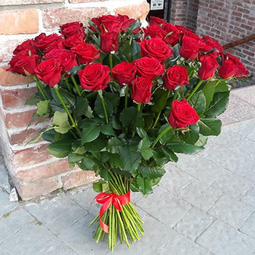 Букет 35 красных роз в Полтаве